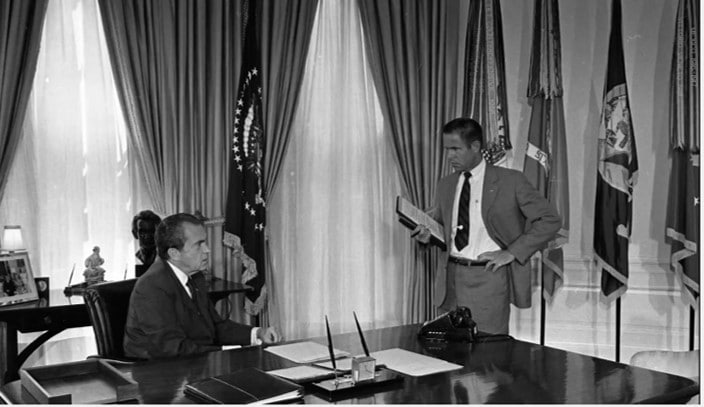 breaking into the watergate The nixon administration and watergate ellsberg break-in project: nixon, ford, and watergate open-content project managed by mtuck  1974) to taking part in the plan to break into daniel ellsberg's psychiatrist's office (see september 9, 1971) and interfering with ellsberg's trial (see june 28, 1971.