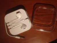 iPhone 6 standard-issue earbuds, with audio jack